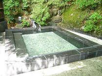 *露天風呂/季節の自然の景色とともに