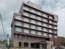 ホテル外観。ホテルの目の前は輪島警察署となります。