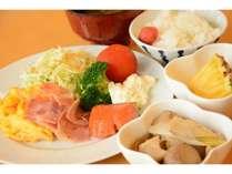 朝食はバイキングでご用意しております。たくさんのお客様よりご好評いただいています。