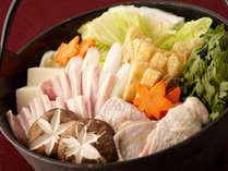"""―弾力ある食感、旨味…""""上州地鶏鍋""""に舌鼓…当館でしか味わえないこの味を…―"""