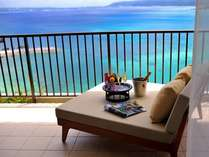 【客室イメージ】海を臨みながら二人で飲むシャンパンは格別