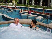 【タラソプール】温められた海水(33℃・36℃)を用いた温海水プール。一年中ご利用頂けます。