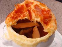 松茸と名残鱧のコンソメスープ パイ包み焼き ~ご夕食のお料理の一例です~