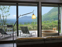 富士山と駿河湾を望む専用テラス&露天風呂付客室の一例です