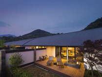 富士山と駿河湾を望む客室専用テラス&露天風呂の一例です