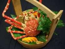 本プランのご夕食の懐石料理には、タカアシガニと伊勢海老をお付けします ※写真はイメージです