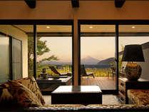 【客室】虹の端(にじのは)☆富士山と海の絶景を望む。夕陽に染まる富士、朝焼けの富士、飽くことなき時間