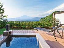 【客室】潮満つ(しおみつ)☆客室専用の露天風呂に身を委ね、デッキチェアで寛ぎ、富士山・空・海景色を