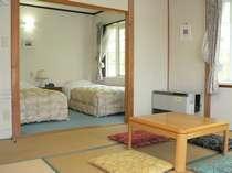 8畳間の和室とツインルームがセットになっています。