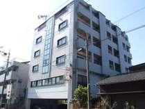 JR日豊本線苅田駅より車1分、徒歩8分。北九州空港より車で12分。