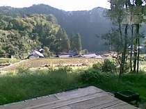 デッキからの棚田と山なみの眺め!