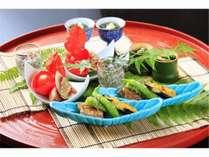 旬の前菜  つるむらさき 椎茸浸し 海素麺 落とし芋 無花果胡麻クリーム掛け