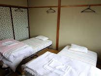 Twin 和室にシングルベッド2台のお部屋