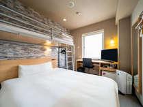横幅150cmのワイドベッド採用!シングルルーム+90センチロフトベッド(1名~2名様)