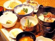 自家農園のすべて手料理。収穫した大豆のお味噌汁、椎茸…自然食材を食べる。