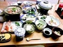 ◆基本◆鳥取地元産の魚や野菜を使用。すべて宿の主人と女将手作りの料理が並びます。※写真は一例。