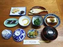 朝食の一例。鳥取の定番食材を使用しています。