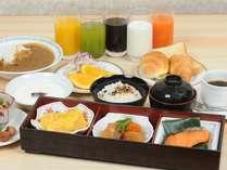 朝食は日替わりのメインディッシュをアツアツでどうぞ♪