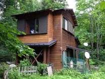 道志川源流にたつ山小屋風別荘