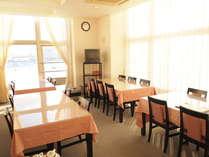 レストランからは、北海道遺産『北防波堤ドーム』を見ながらの食事ができます