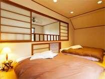 スイートタイプ戸建て2LDK寝室一例(ダブルベッドを2台配置しております)