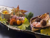 秋の八寸「丹後の秋吹き寄せ(湯葉菊花餡、衣かつぎ雲丹のせ、カマス小袖寿司、他)」