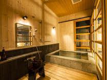 1階客室の「岩風呂」になります。