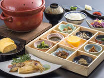 京丹後の丹後コシヒカリと、地元野菜を使った彩り豊かな朝食