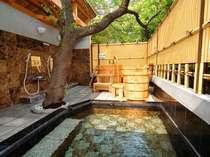 広々とした大理石風呂とひのき風呂が楽しめる露天風呂を貸し切り利用で贅沢に!(24時間入浴OK!)