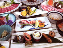 厳選された旬の豊後の海山の幸が満載の贅沢料理。