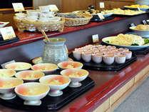 青森の地物をふんだんに使用した和食・洋食のバイキング料理をお楽しみ下さいませ。