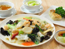 御夕食は青森県産海鮮をふんだんに使用した【特製海鮮炒麺】で青森の海の幸堪能(1泊2食付)
