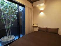 ダブルベッドルーム。(植物景色の個室は一つのみです。指定不可です。)