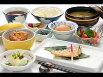 ビジネスプランご利用のお客様向け和朝食です。お魚や汁物など、心が温まるメニューをご用意いたしました。