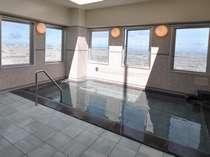 14階にある男性展望大浴場(人工ラジウム温泉)ご利用時間:15時~深夜2時、朝5時~10時まで