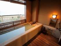 錦江湾を望むかけ流しの客室露天風呂