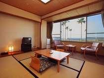 フェニックスの向こうに広がる錦江湾を望む和室6畳