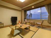 窓の外には錦江湾と桜島を望む和室
