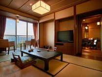 半露天風呂付きの客室は内装も和モダンな内容で統一されてます