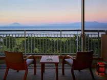 チョッピリ早起きして朝焼けの桜島を眺めて