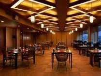鹿児島の幸をゆっくりと堪能できる落ちついた内装の食事会場。