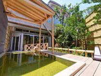 *露天風呂(女湯)/ヨードとミネラルをたっぷり含んだ天然温泉はお肌をすべすべにしてくれます。