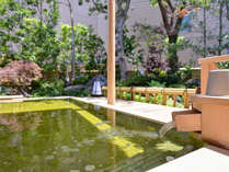 *露天風呂(男湯)/ヨードとミネラルをたっぷり含んだ天然温泉はお肌をすべすべにしてくれます。