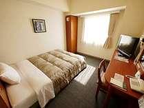 シングルなのにベッド幅140cmのワイドサイズ。快適なビジネスライフをお送り頂けます。