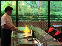 【グループ旅行】4人以上♪■おひとり4,100円以上お得!■料理長渾身の最高の美食をライブキッチンで