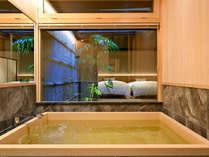 大きなヒノキ風呂