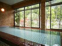 大浴場は山上川沿いで川のせせらぎや涼風、龍泉寺を望む事も出来る癒し空間