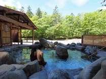 2015年4月末にできたばかりの混浴露天風呂『巨岩の湯』