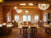 ■レストラン 木の温もり溢れる空間でごゆっくり
