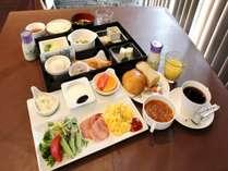 ご朝食は和食か洋食のどちらかをお選びいただけます(イメージ)
